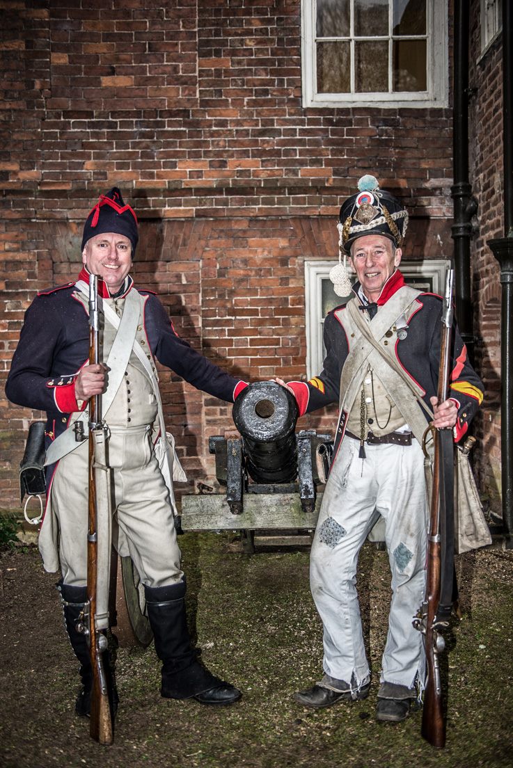 Two French Fusiliers and a cannon
